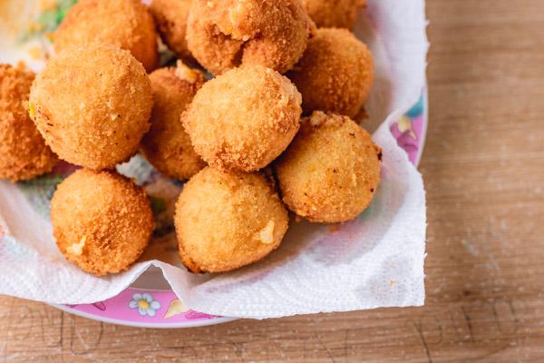 طريقة كرات البطاطس المهروسة بالجبن loaded-mashed-potato