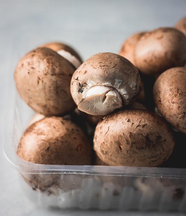 Chestnut mushrooms.