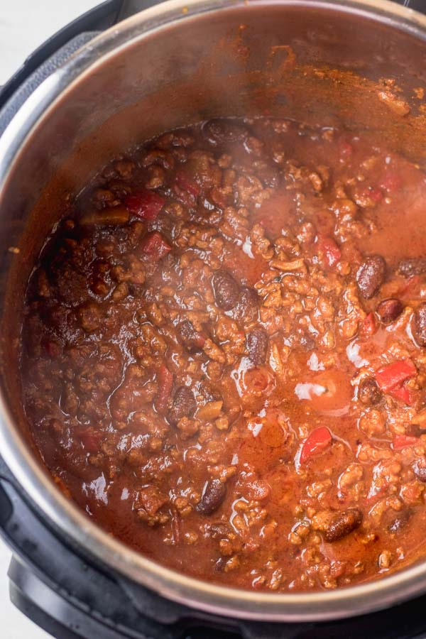 freshly made chili in an instant pot.