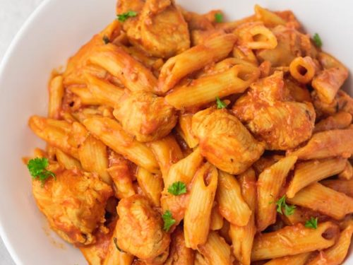 a plate of pasta and chicken