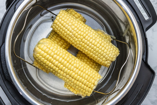 husked corn in an instant pot.