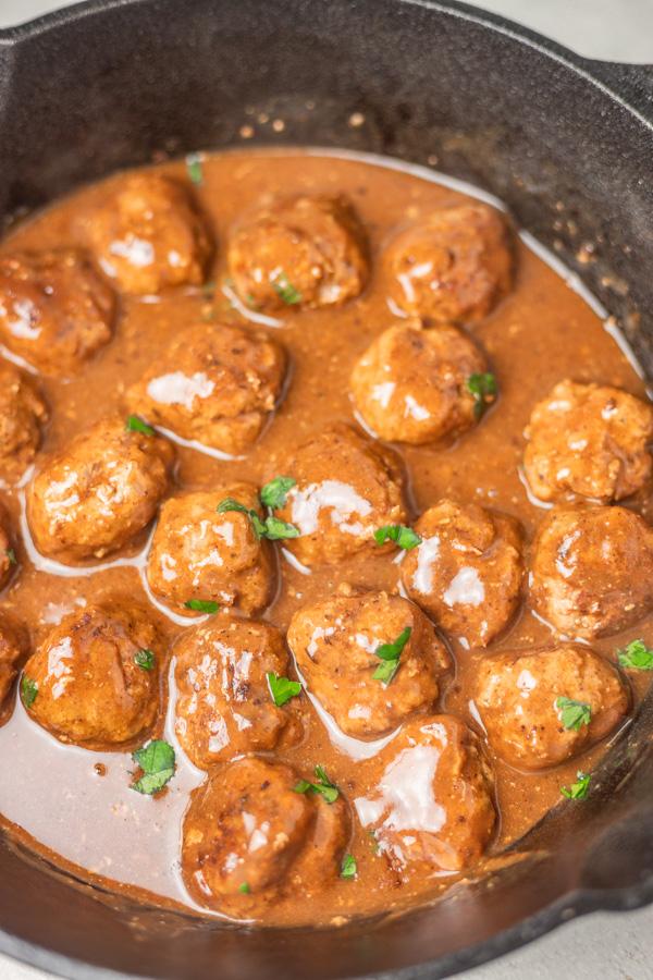 a skillet of meatballs.